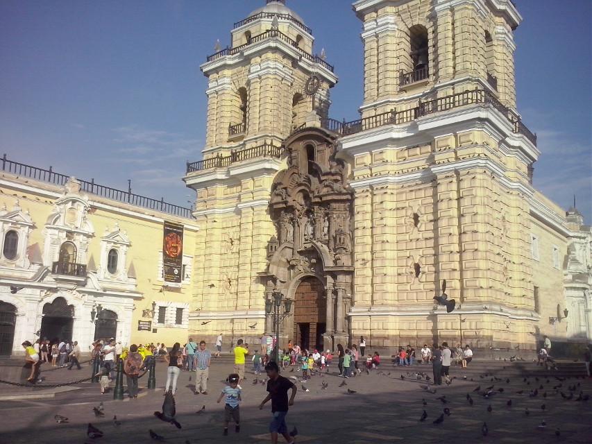 Iglesia de San Fransisco en el centro histórico de lima , Lima_ Perú